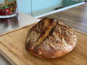 I od nekoliko sastojaka možete dobiti sjajan kruh
